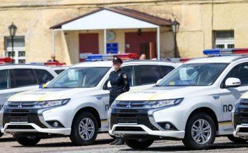 Mitsubishi Outlander PHEV патрульной полиции Украины