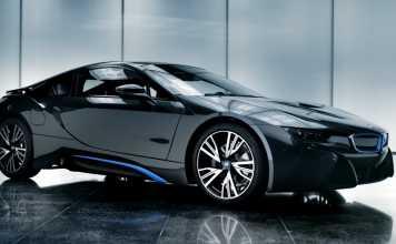 Гибридный автомобиль BMW i8