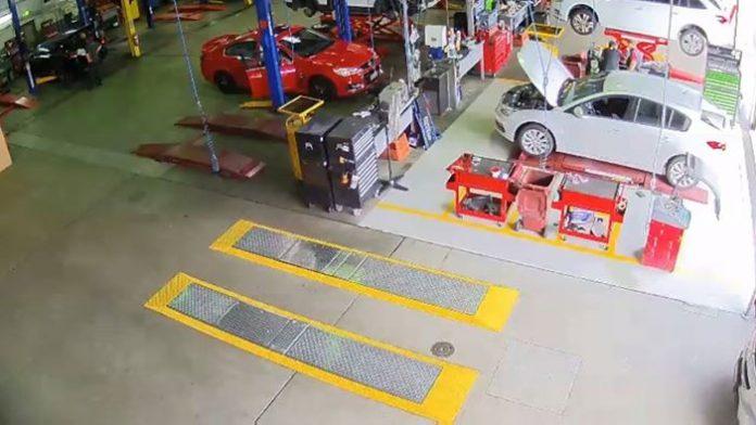 В Австралии с СТО угнали автомобиль