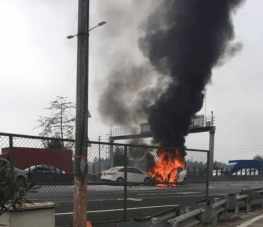 В Китае сгорела Tesla Model X