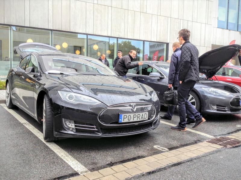 Электромобиль Tesla Model S в Польше