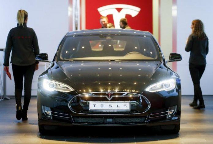 Шоуром Tesla в Берлине