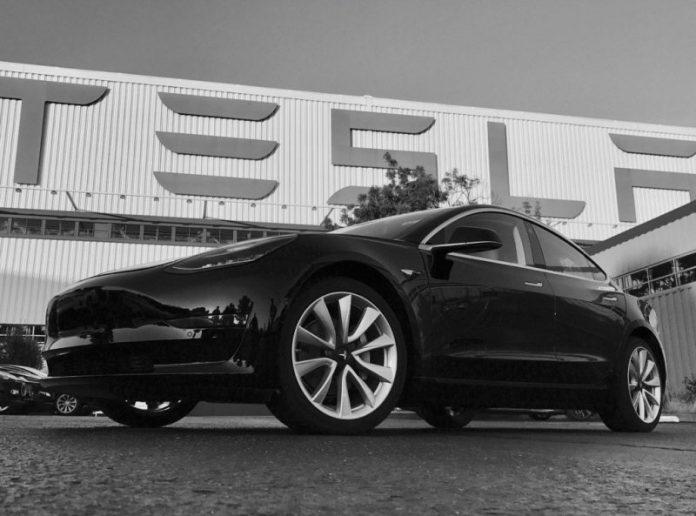 Первый серийный электромобиль Tesla Model 3