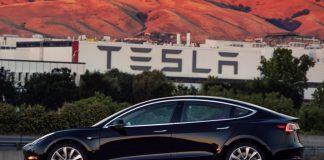 Первая серийная Tesla Model 3