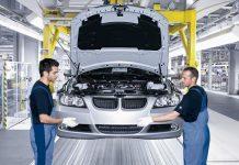 Рабочие на заводе BMW